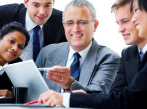 Poradenství - služby zejména specifikace v oblasti dveřního hardware a řešení přístupupových systémů.